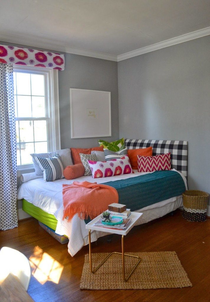 Since This Room Is Functioning As A Dual Space: Guest Room U0026 Office I Am  Going To Break The Posts Down Into Two Parts. Today I Am Showing You The  Room How ...